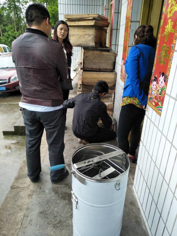 达州市农产品质量安全督查小组抽查古賨中蜂蜜
